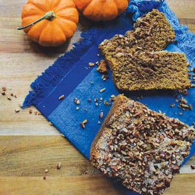 Healthy Pumpkin Spice Bran Bread is gread for busy mornings. This bran bread is a great breakfast recipe or eat as a snack throughout the day! | The Hungry Waitress