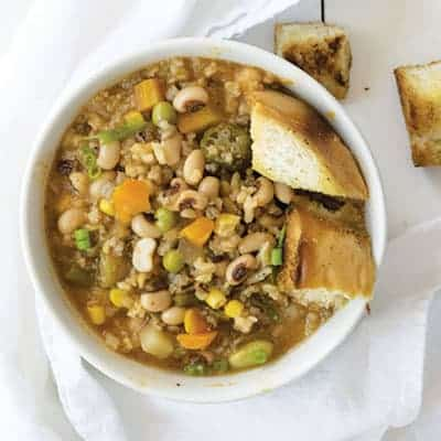 Black Eyed Pea and Wild Rice Soup is an easy vegan soup recipe that takes only 30 minutes to throw together! | The Hungry Waitress